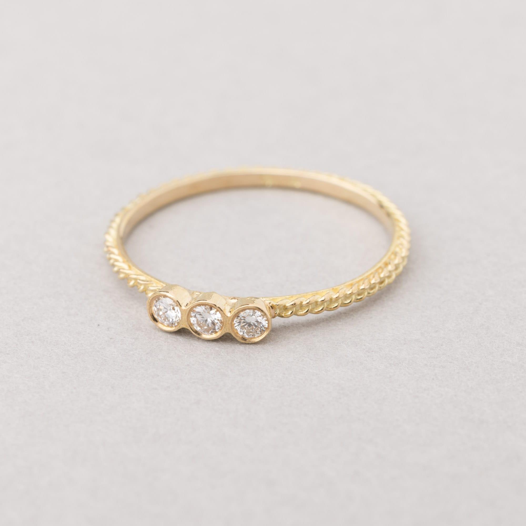 Wouters & Hendrix Gold - Ring with three diamonds. ⋆ LockStock